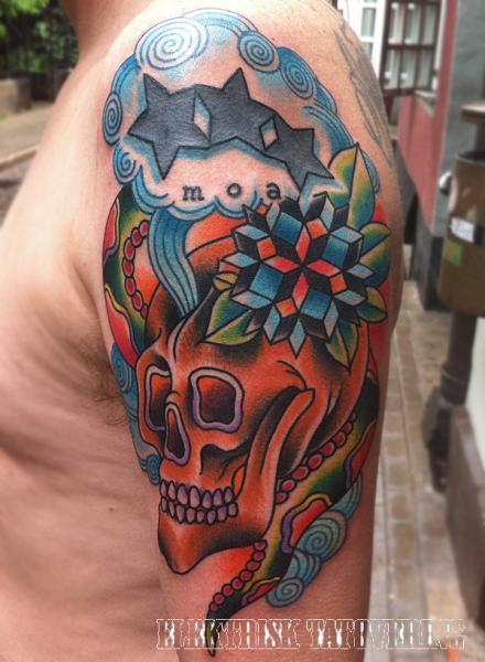 Schulter Totenkopf Abstrakt Tattoo von Elektrisk Tatovering