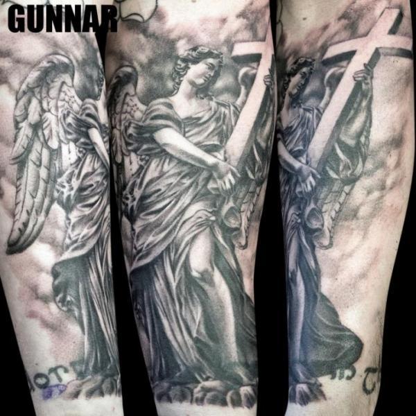 Tatuaje Brazo Fantasy Ángel Cruz por Attitude Tattoo Studio