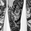 Totenkopf Wasseruhr Dotwork Pferd tattoo von Attitude Tattoo Studio