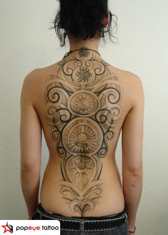 Tatuaje Espalda Tribal por Popeye Tattoo
