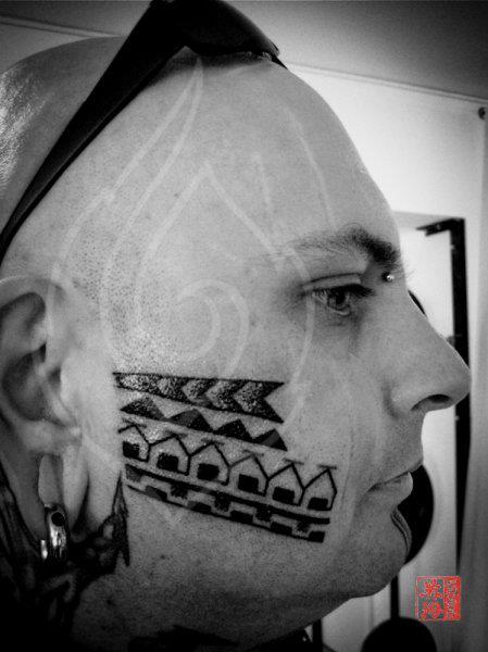 Tribal Gesichts Tattoo von Ink Tank