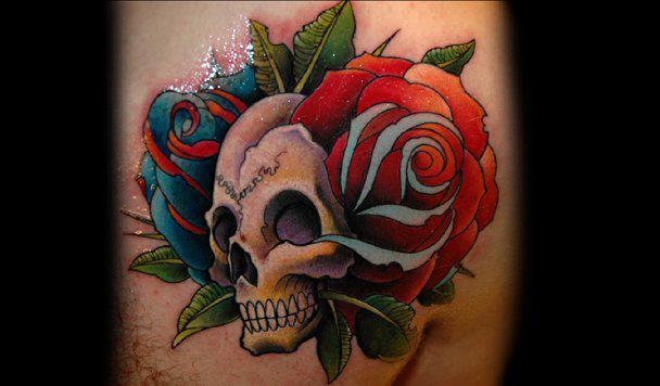 Tatuagem Peito Flor Caveira por Black Rose Tattoo