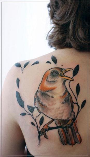 Schulter Realistische Vogel Tattoo von Jessica Mach