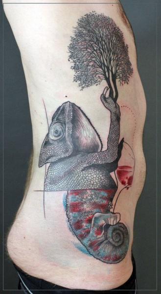 Seite Baum Chamäleon Tattoo von Jessica Mach