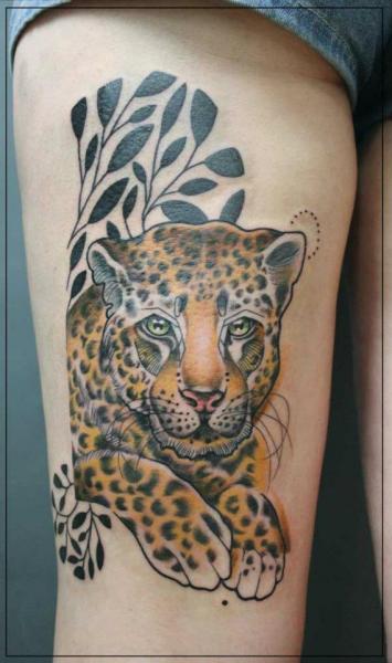 Oberschenkel leopard tattoo von jessica mach for Leopard tattoo on thigh