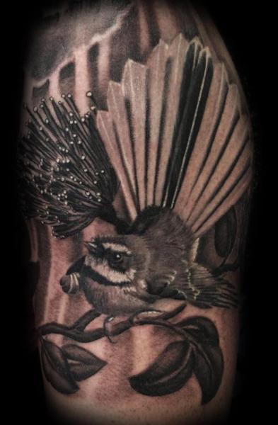 Arm Blumen Vogel Tattoo von Blue Lotus