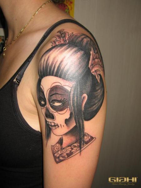 schulter mexikanischer totenkopf geisha tattoo von giahi. Black Bedroom Furniture Sets. Home Design Ideas
