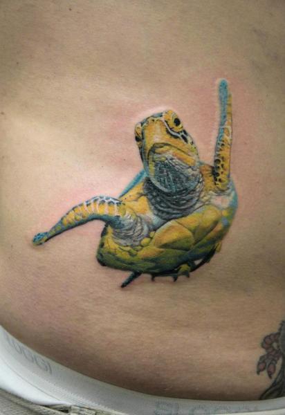 Tatuaje Realista Lado Tortuga por Skin Deep Art