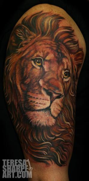 Schulter Realistische Löwen Tattoo von Teresa Sharpe