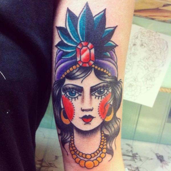 Tatuaggio Braccio Gypsy di Lucky 7 Tattoos