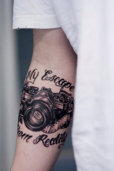 Arm Leuchtturm Kamera Tattoo von Stay True Tattoo