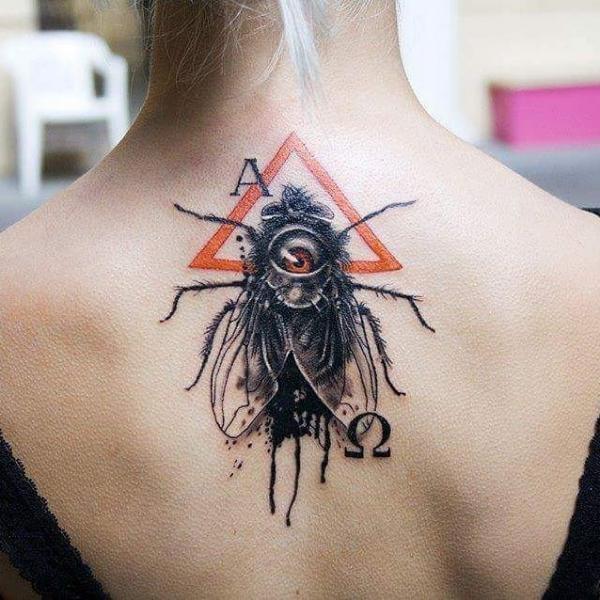 背中 首 はえ 三角形 タトゥー よって 1969 Tattoo