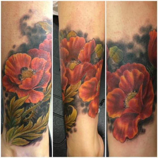 Realistische Bein Blumen Tattoo von Silvercrane Tattoo