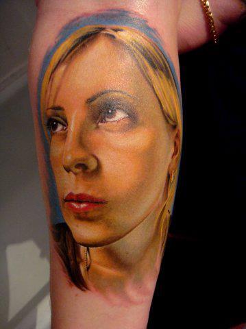 Schulter Porträt Realistische Tattoo von Roman Kuznetsov Tattoo