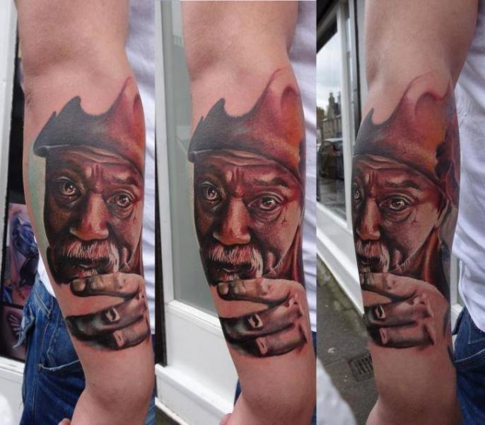 Tatuaje Brazo Retrato Realista por Piranha Tattoo Supplies