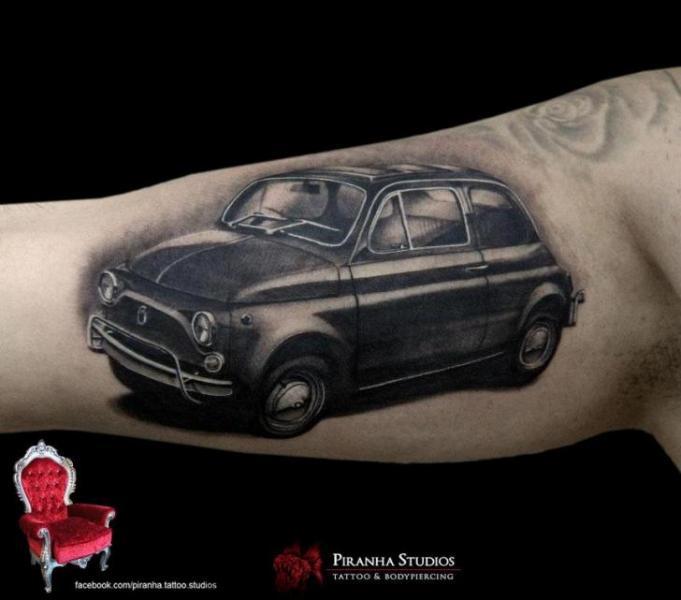 Arm Realistische Auto Tattoo von Piranha Tattoo Supplies