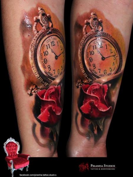 Tatuaje Brazo Realista Reloj Flor por Piranha Tattoo Supplies