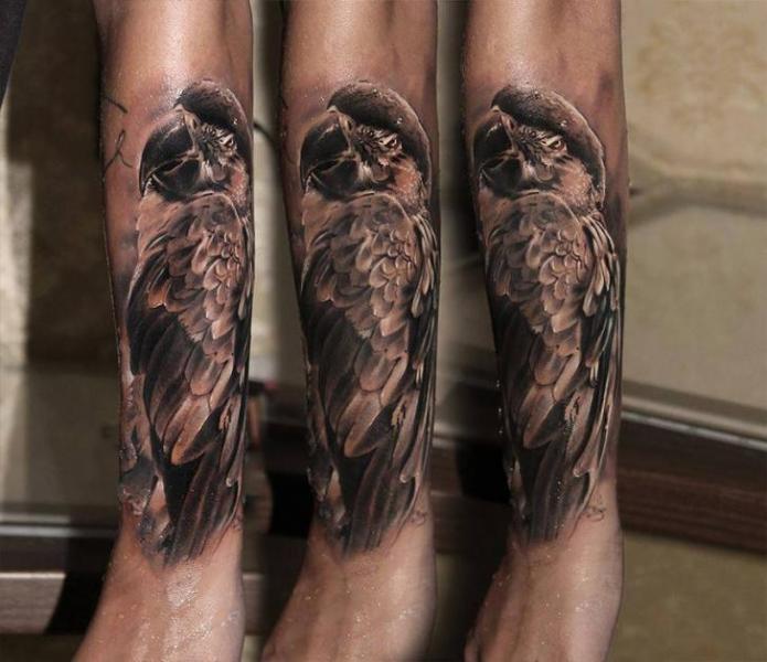 Arm Realistische Papagei Tattoo von Piranha Tattoo Supplies