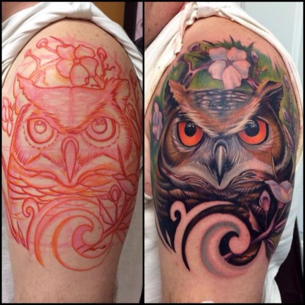 Shoulder Realistic Owl Tattoo by Vince Villalvazo
