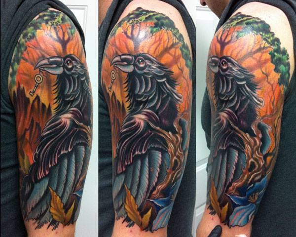 Tatuaggio Spalla Corvo Albero di Vince Villalvazo
