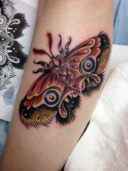 Arm New School Motte Tattoo von Tantrix Body Art