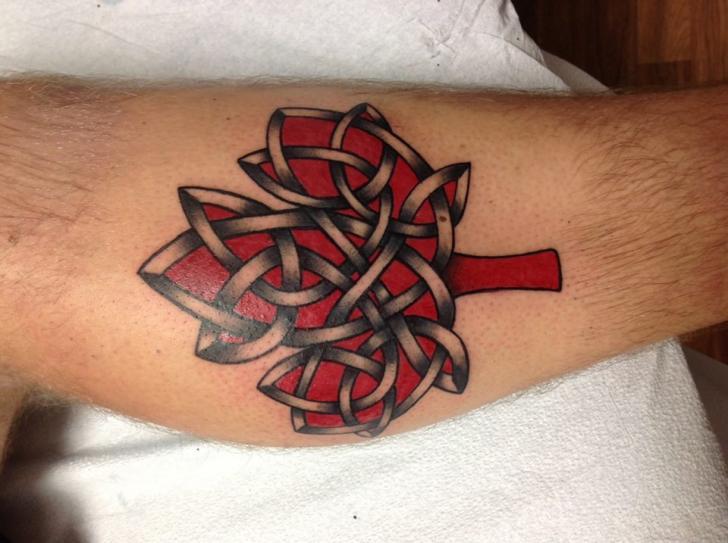 Bein Tribal Blatt Tattoo von Tantrix Body Art