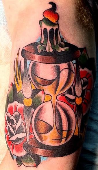 Arm Old School Blumen Wasseruhr Kerze Tattoo von Ollie XXX