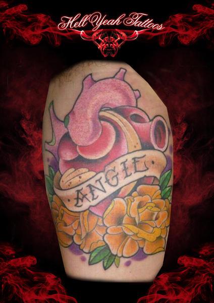 Arm New School Herz Blumen Leuchtturm Tattoo von Hellyeah Tattoos