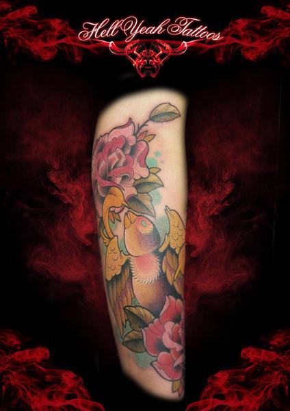 Arm New School Spatz Tattoo von Hellyeah Tattoos