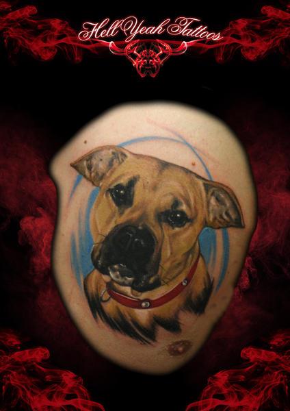 Realistische Brust Hund Tattoo von Hellyeah Tattoos