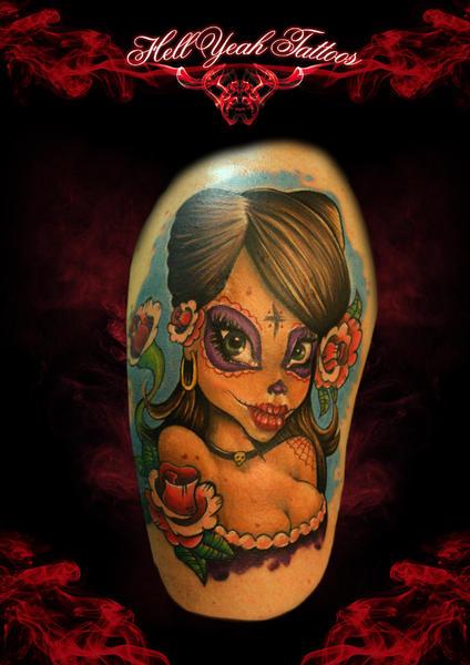 Tatuaje Hombro Fantasy Cráneo Mexicano por Hellyeah Tattoos
