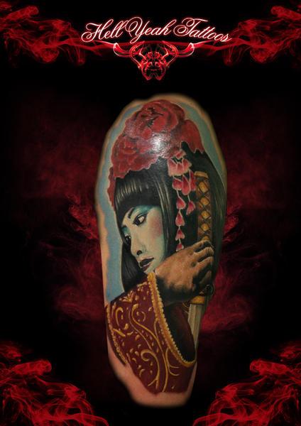 Tatuaje Hombro Japoneses Geisha por Hellyeah Tattoos