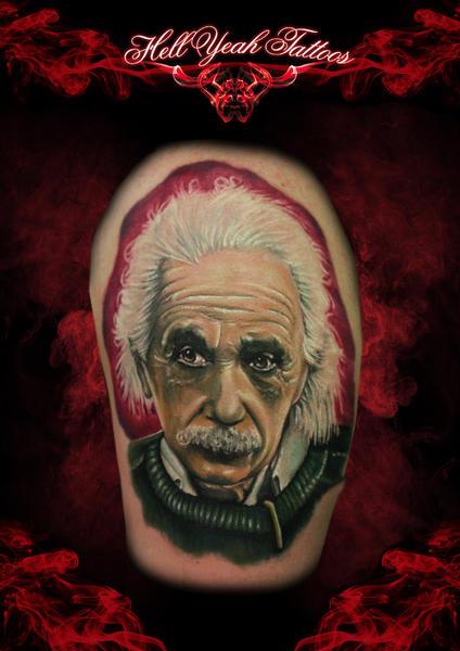 Schulter Porträt Einstein Tattoo von Hellyeah Tattoos