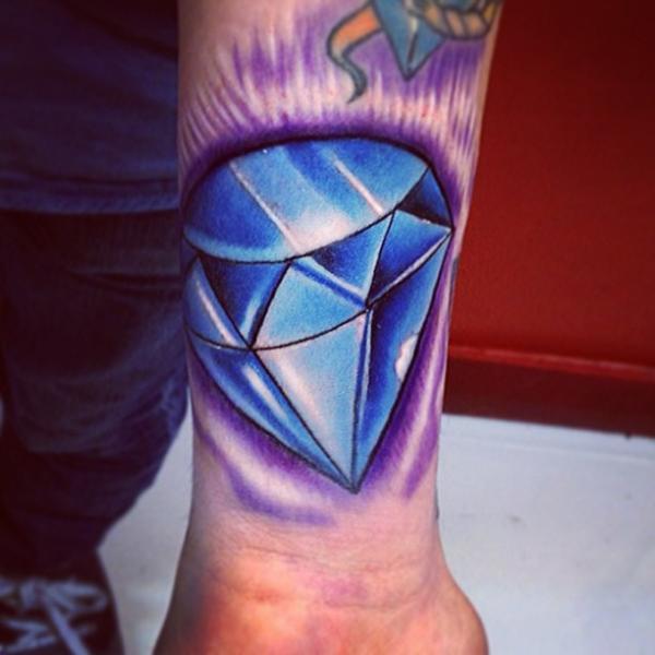 Tatuaje Brazo Diamante por Fatih Odabaş