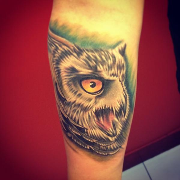 Arm Realistic Owl Tattoo by Fatih Odabaş