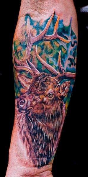Tatuaggio Braccio Realistici Cervo di Cecil Porter