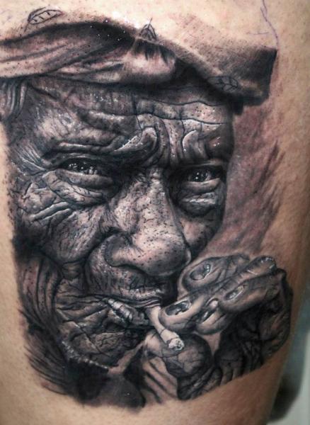Porträt Realistische Tattoo von Georgi Kodzhabashev