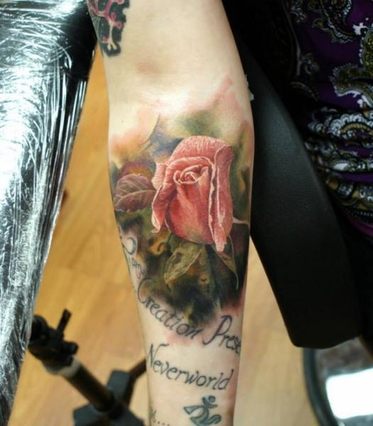 Arm Realistische Blumen Rose Tattoo von Bloodlines Gallery