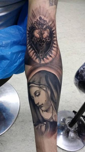 Arm Religiös Tattoo von Putka Tattoos