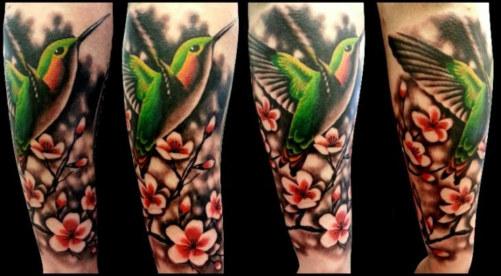 Arm Realistische Blumen Kolibri Tattoo von No Remors Tattoo
