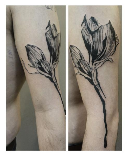Arm Flower Tattoo by Julia Rehme