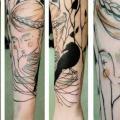 Arm Frauen Krähen Linien tattoo von Julia Rehme