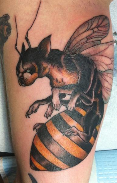 Arm Fantasie Hund Biene Tattoo von Three Kings Tattoo