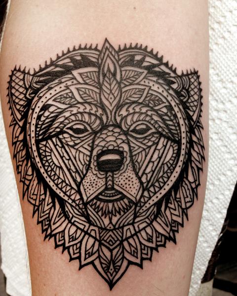 Tatuaje Brazo Oso Dotwork Por Three Kings Tattoo