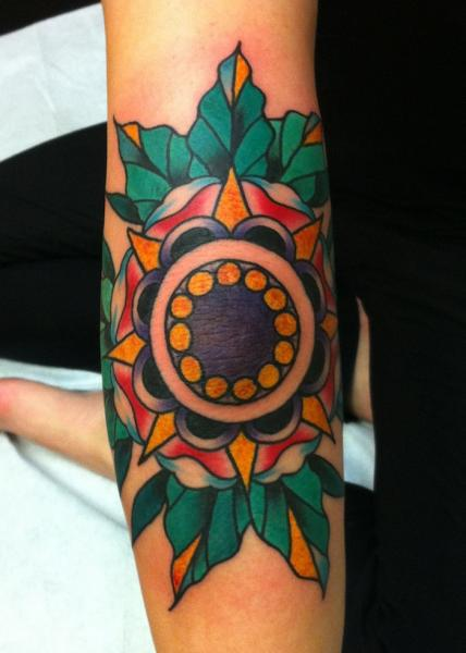 Tatuaje Brazo Fantasy Flor por Three Kings Tattoo