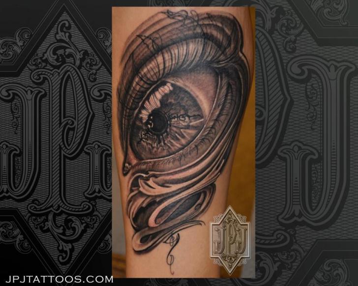 Tatuaje Brazo Ojo por JPJ tattoos