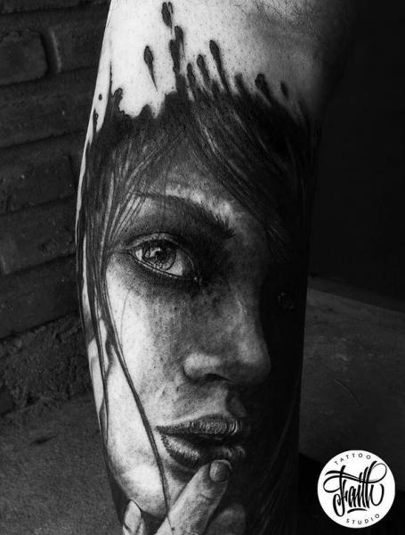 Arm Porträt Realistische Tattoo von Faith Tattoo Studio