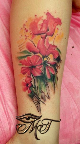 Arm Realistische Blumen Tattoo von Михалыч Тату
