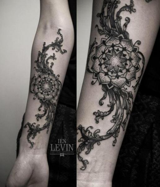 Tatuaggio Braccio Fiore Dotwork di Ien Levin
