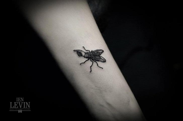 Arm Fly Dotwork Tattoo by Ien Levin